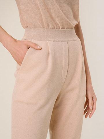 Женские брюки с защипами золотого цвета из вискозы - фото 5