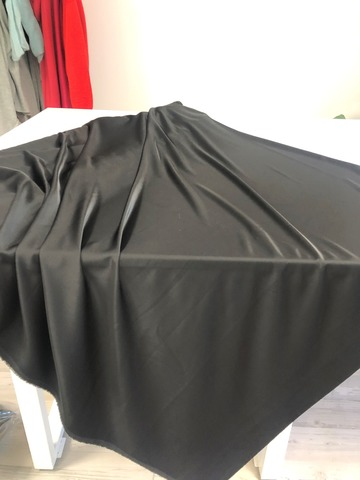 Ткань  атласная,  черный