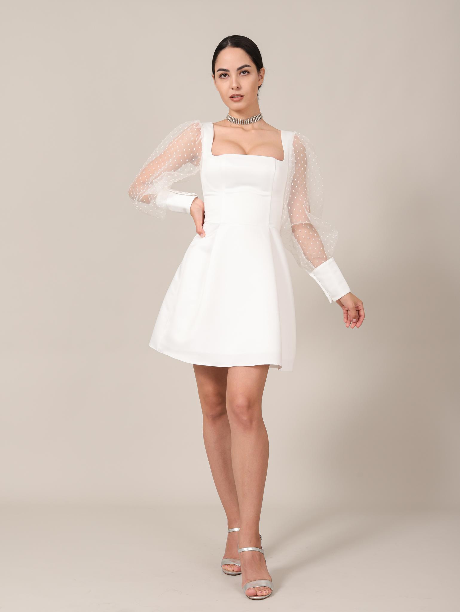 Свадебное платье/ Нарядное платье с квадратным вырезом и длинными рукавами из фатина мини (молочный)