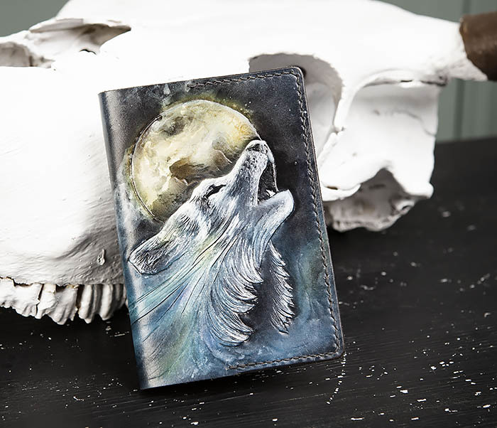 BC208 Обложка на паспорт с волком, ручная роспись фото 02