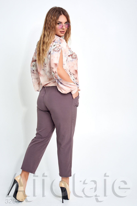 Легкий костюм с укороченными брюками