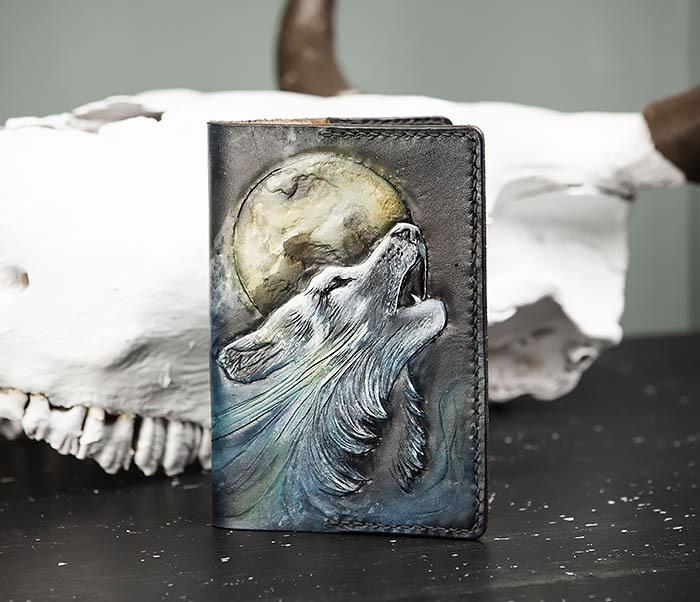 BC208 Обложка на паспорт с волком, ручная роспись фото 03