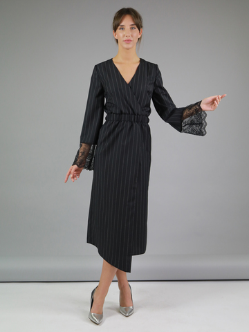 Платье из шерсти с отделкой кружевом