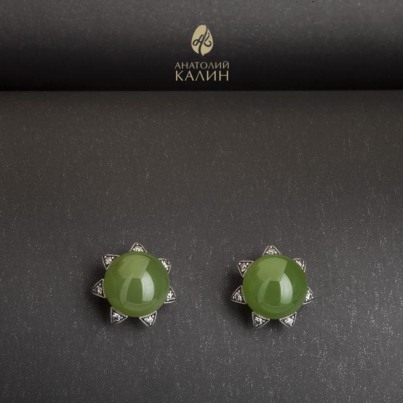 Пуссеты шарики с зеленым нефритом