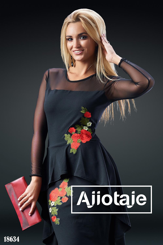 Платье черного цвета с асимметричной баской