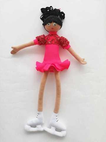 Дизайнерская кукла на коньках