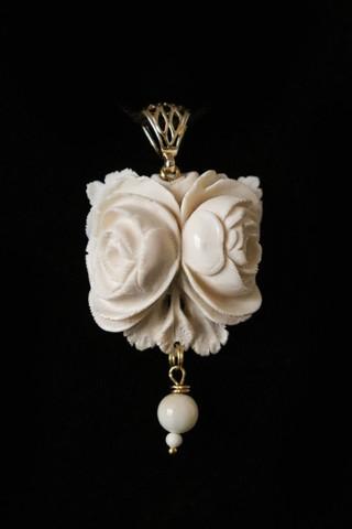 Кулон из бивня мамонта «Волшебная роза»