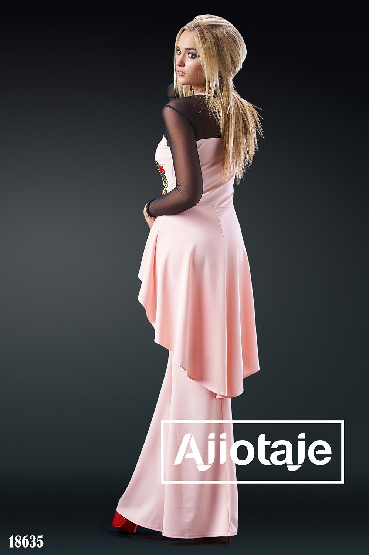 Платье персикового цвета с асимметричной баской
