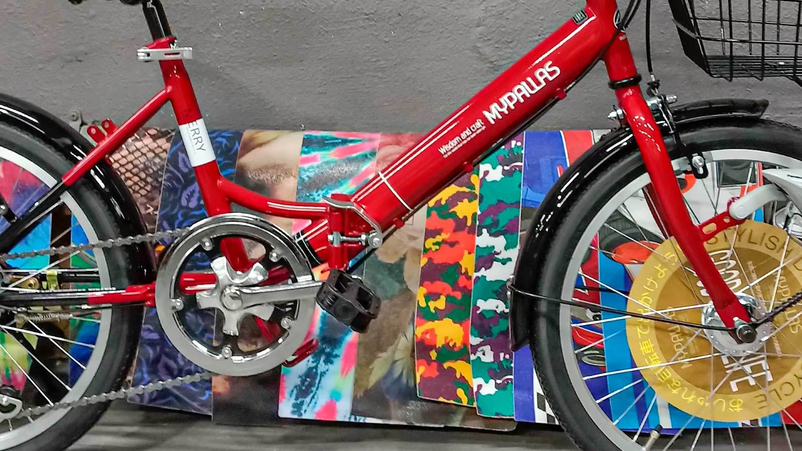 рама и педаль складного велосипеда