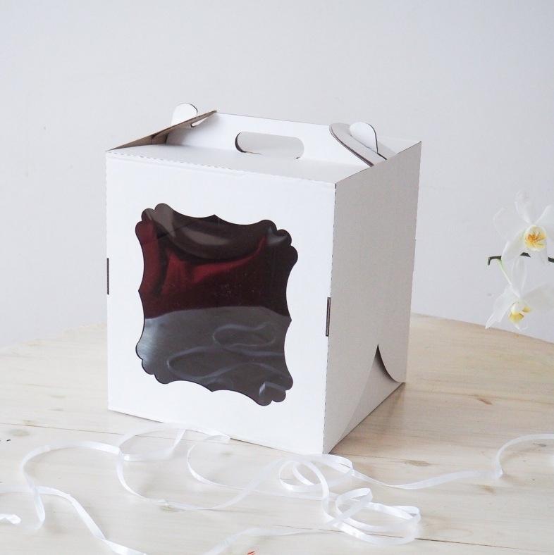 Коробка-чемодан, 24*24*24 с окном