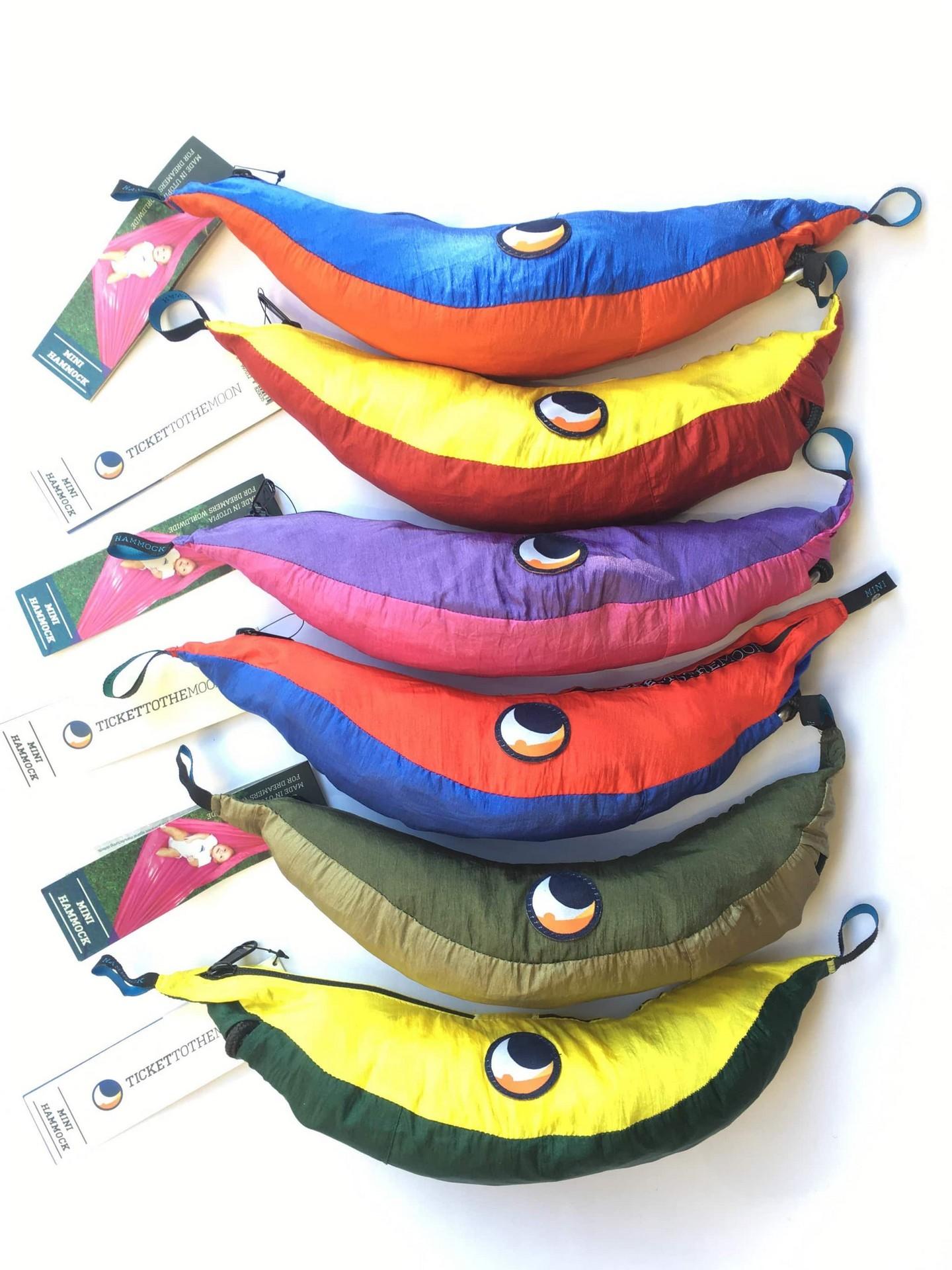 Компактную упаковку гамаков удобно брать на отдых.