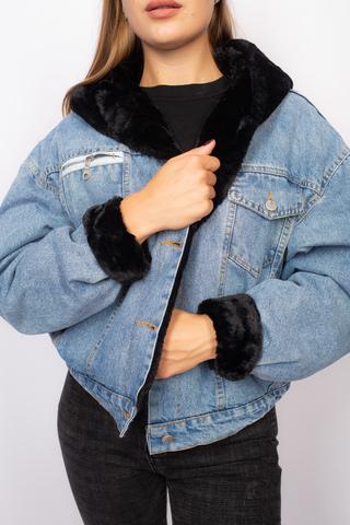 Джинсовая куртка с черным мехом и капюшоном Nadya