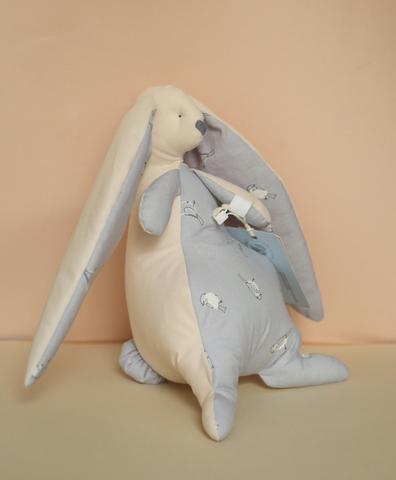 Зайчик бежевый , серая ткань с птичками