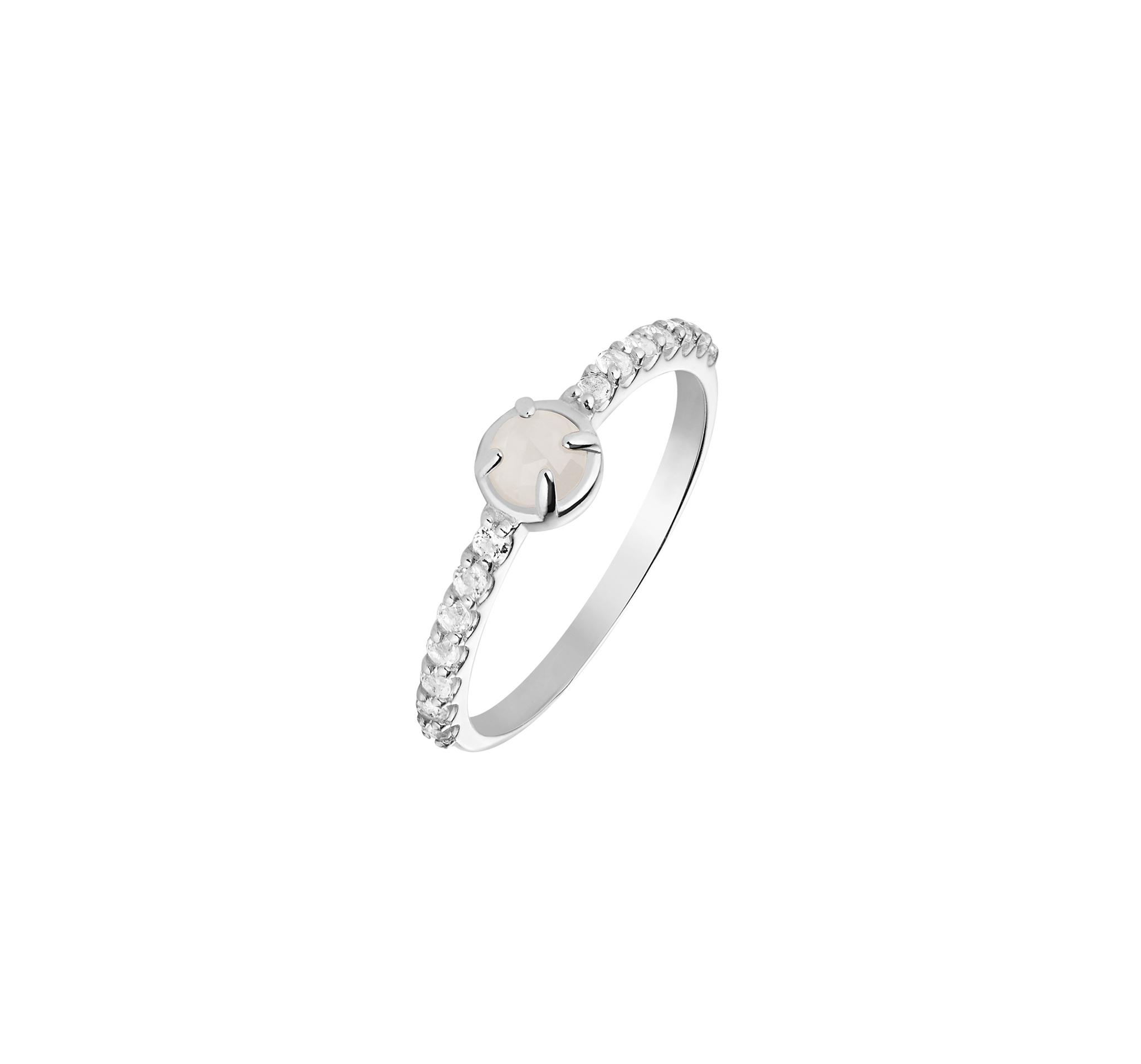 Кольцо с лунным камнем и с дорожкой из топазов