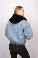 Джинсовая куртка с черным мехом и капюшоном оптом