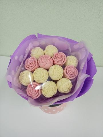 Букеты из шоколадных цветов