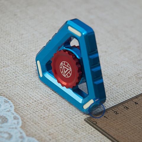 Спиннер из металла треугольной формы голубого цвета 17001TR_blue