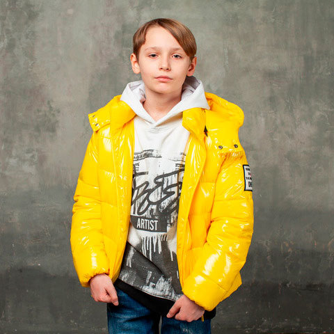 Демісезонна жовта куртка на підлітка з лакової плащової тканини
