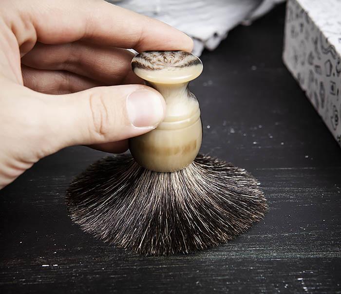 RAZ431-2 Помазок из барсучего волоса в подарочной коробке фото 07