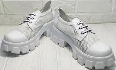 Обувь на платформе. Модные туфли на низком каблуке летние женские Gold Deer 157-963 White.