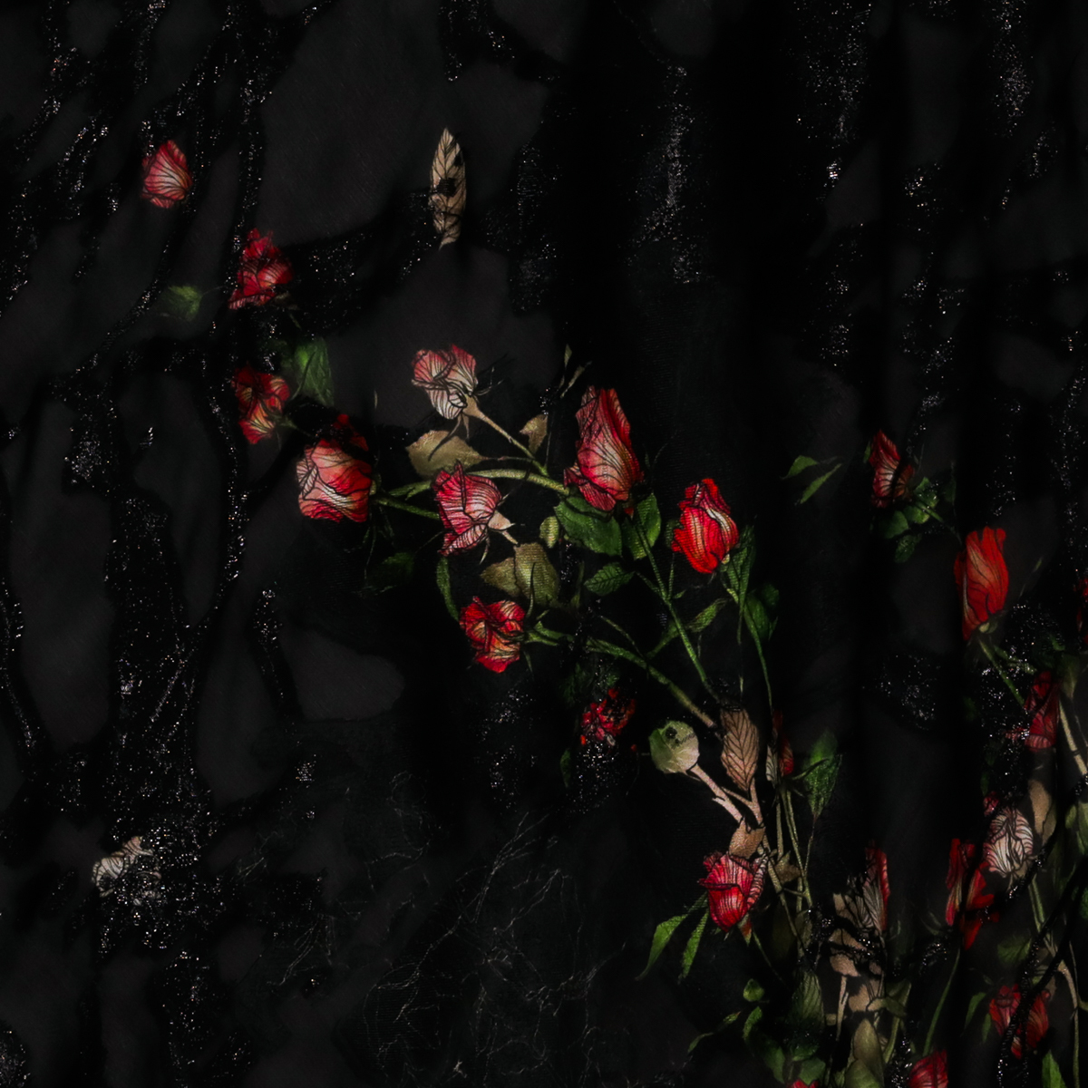 Черный шелковый жаккард с ветвями роз