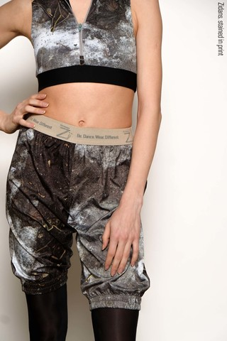 Long warming sauna-shorts, stained in print | mud
