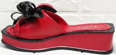 Женские кожаные шлепанцы босоножки на высокой подошве Derem 042-921-02 Red Black.