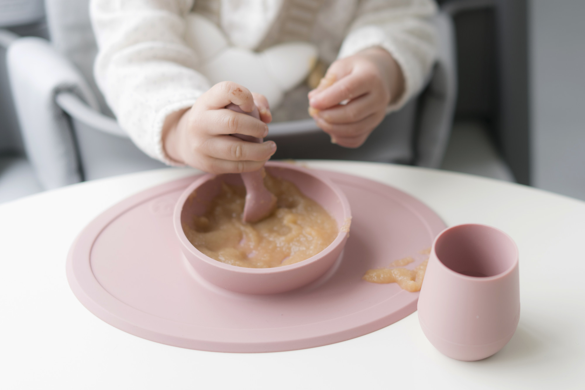 Набор из 2-х силиконовых ложек цвет розовый EZPZ Tiny Spoon