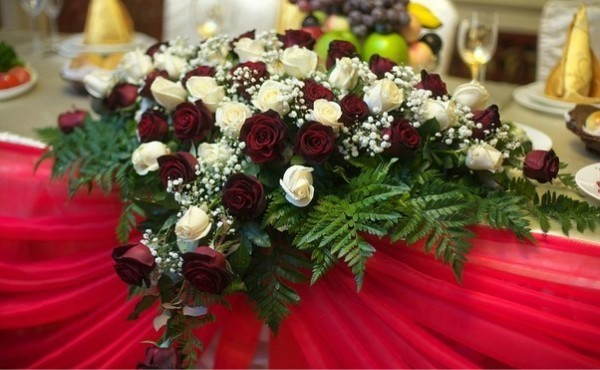 Ладья живых цветов Алматы