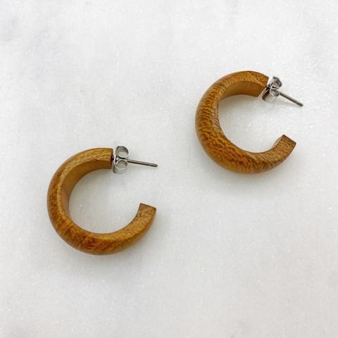 Серьги-колечки из натурального дерева (охристый)