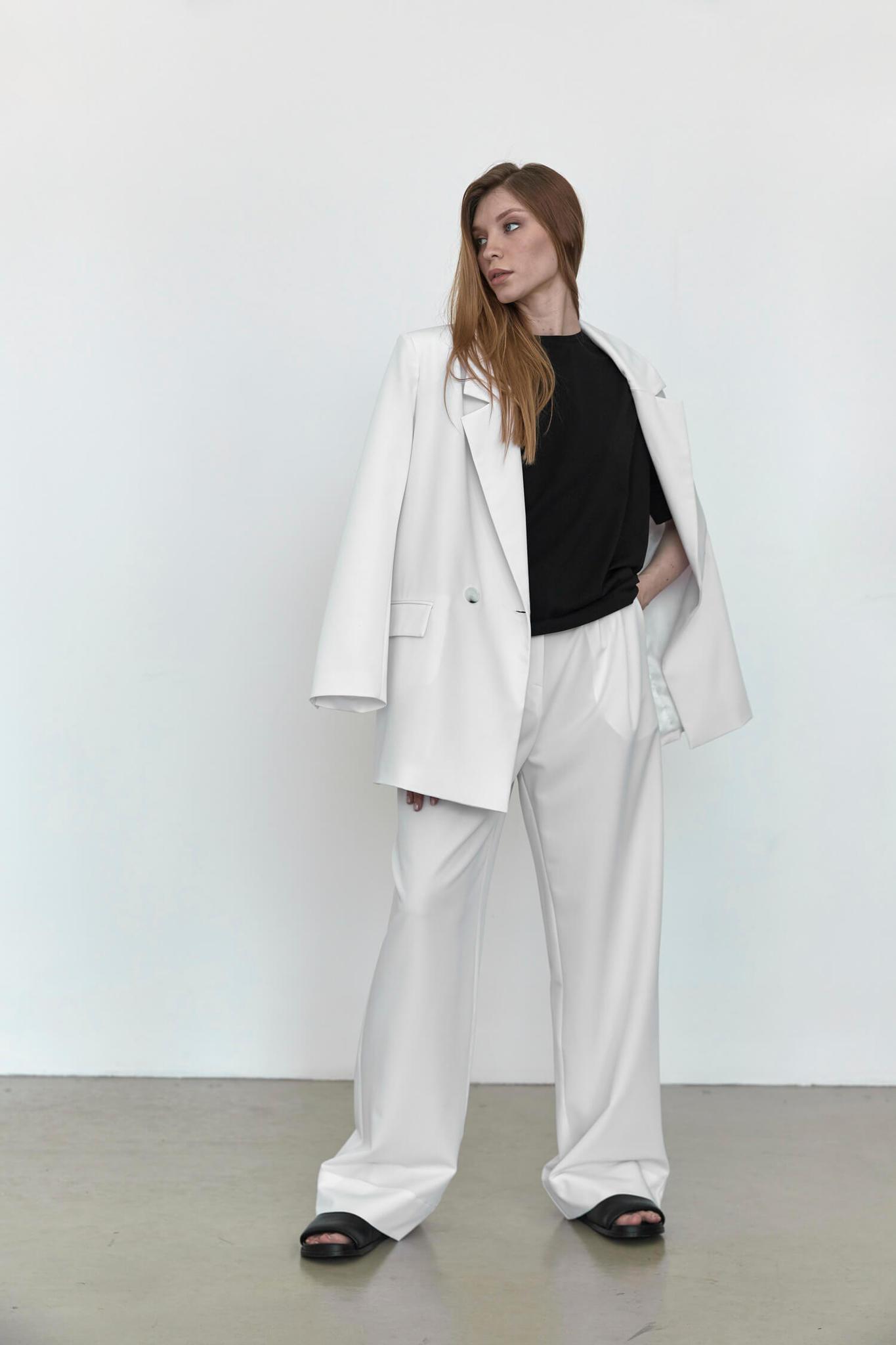 Широкие брюки с двумя складками,  белые