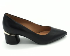 Черные кожаные классические туфли на среднем каблуке