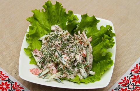 Салат с языком и свежими овощами