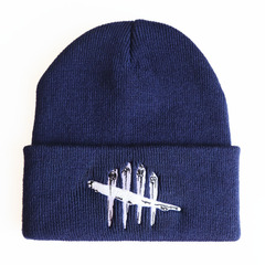 Вязаная шапка с отворотом и вышивкой Dead by Daylight (Мертвы к рассвету), темно-синяя