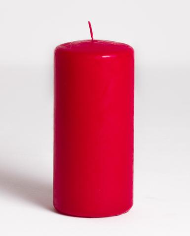 Свеча красная восковая. Диаметр - 7 см, высота - 15 см.