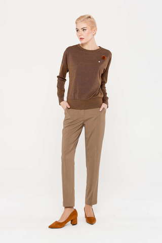 Фото коричневый джемпер с круглым вырезом горловины и спущенной линией плеча - Джемпер В603-671 (1)