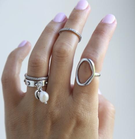 Сет из 4х безразмерных колец (кольцо Мятый овал, кольцо с подвеской жемчужина, 2 кольца с дорожкой цирконов)