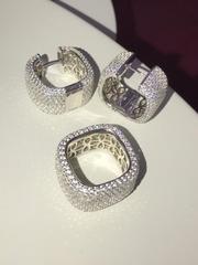 Широкое квадратное кольцо-дорожка из серебра с микроцирконами