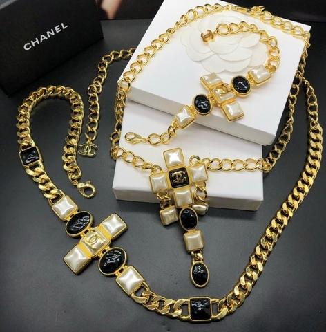 Колье, брошь и пояс Chanel