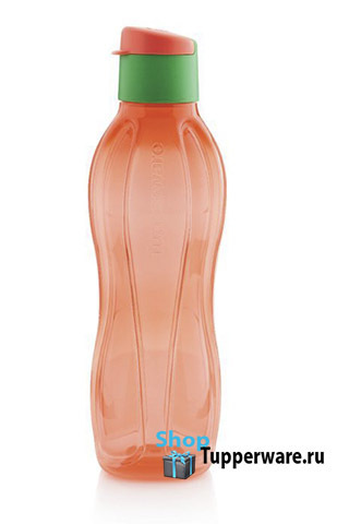 бутылка эко в красном цвете с клапаном зеленого цвета