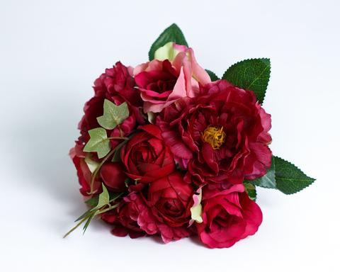 Пионы, розы, вьюн.