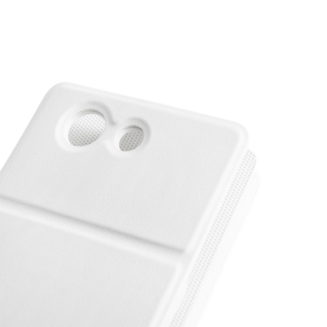 Откидной чехол белого цвета для Xperia Z3 Compact в Sony Centre