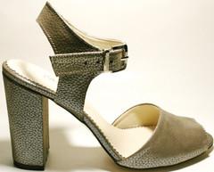 Кожаные босоножки на каблуке с ремешком El Passo