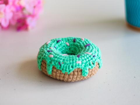 В'язаний донат, декоративний пончик - м'ятний