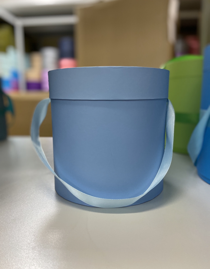 Шляпная коробка эконом вариант 20 см Цвет: Голубая . Розница 400 рублей .