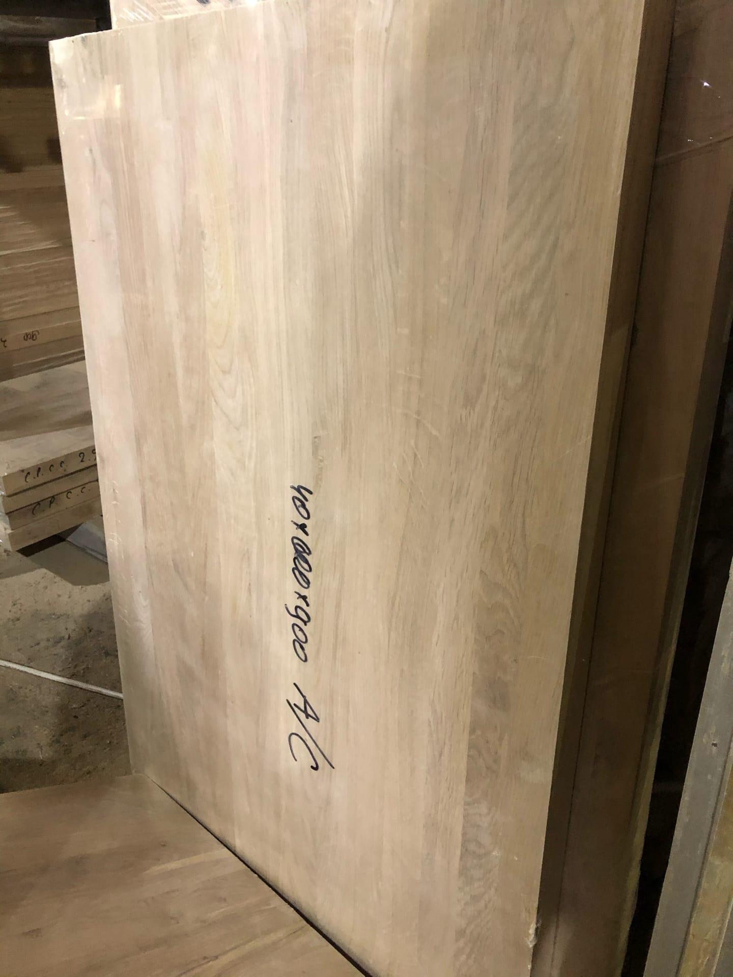 Мебельный щит из дуба (A/C) цельноламельный с сучком (40х600х1200)