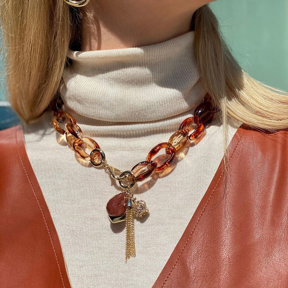 Колье-цепь из акриловых звеньев с подвесками (коричневый)