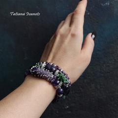 Широкий браслет с натуральными камнями аметиста и цоизита