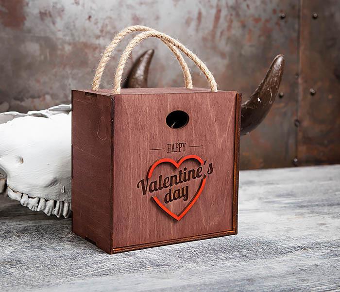 BOX205-3 Большая подарочная коробка «День святого Валентина» с ручками (17*17*10 см)