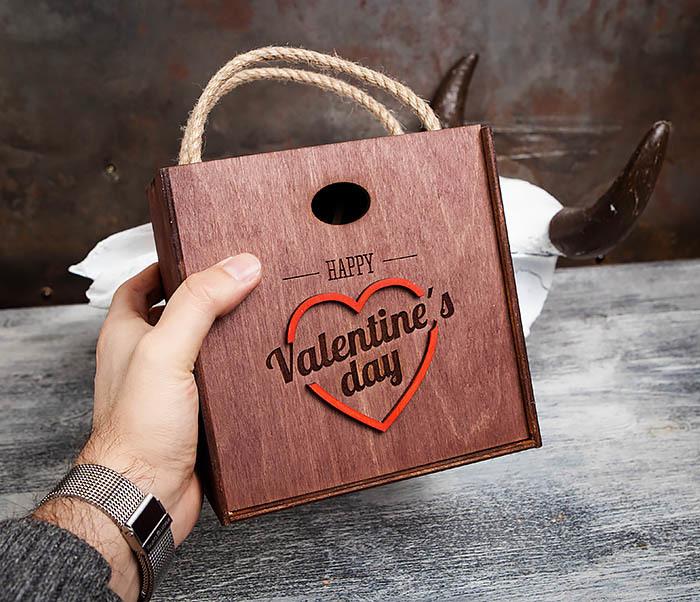 BOX205-3 Большая подарочная коробка «День святого Валентина» с ручками (17*17*10 см) фото 05